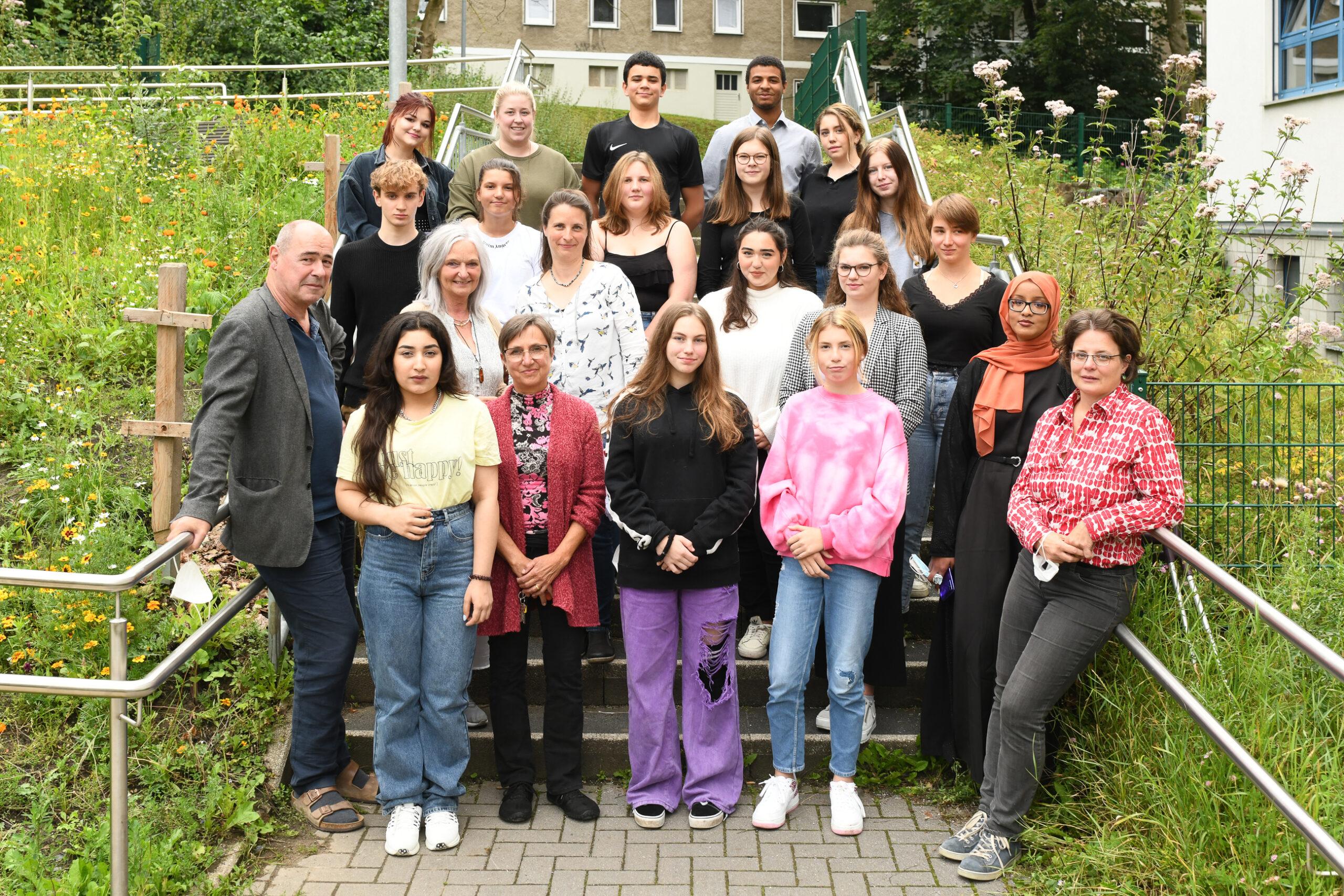 Jugendteam vor dem Kinder- und Jugendbüro / Foto: Jörg Meier__Jörg_Meier